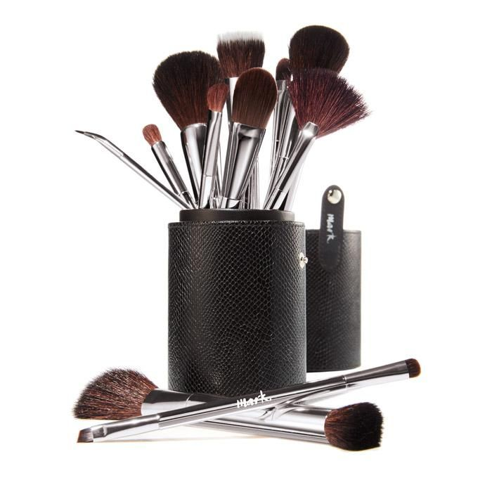MARK. BY AVON MAKEUP BRUSHES:   BEAUTY TOOLS FOR A FLAWLESS LOOK