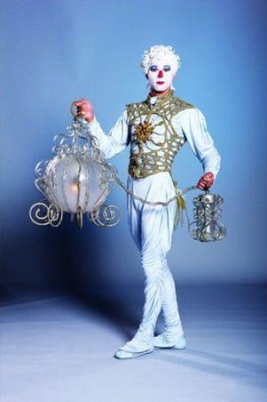 Cirque du soleil... icy looking... me gusta.