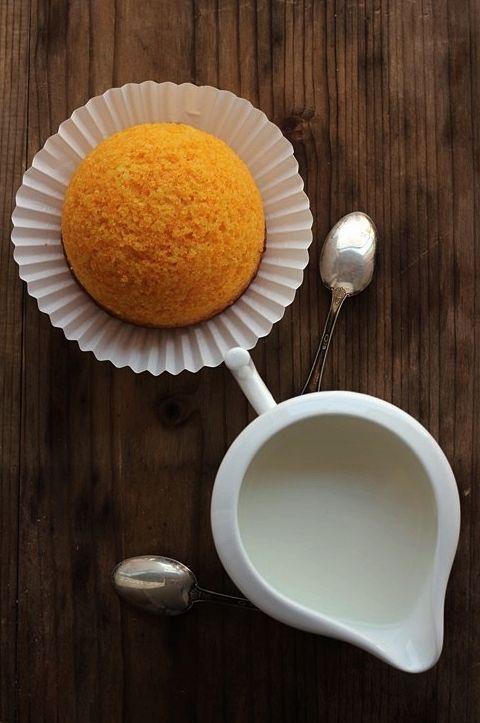 MIEL & RICOTTA: Le camille 300 g circa di carote 140 g uova 100 g di farina di mandorle 100 g di succo d'arancia 80 g di olio di semi 200 g di zucchero a velo 200 g di farina comune 1 bustina di lievito per dolci 1 pizzico di sale