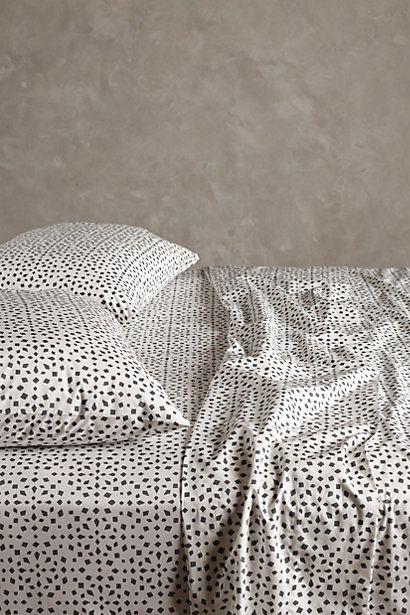 #chambre #housse #couette #linge #lit #petits #motifs #pois #point #noir #blanc