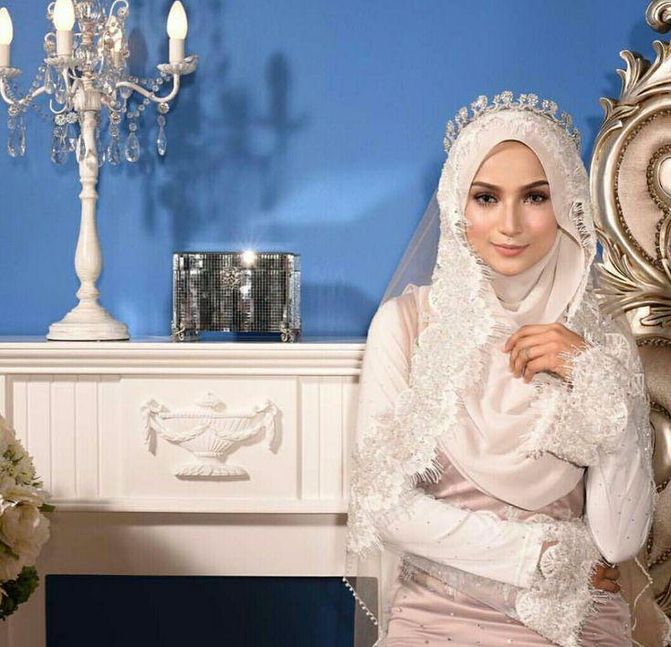 Muslimah wedding dress with hijab by shahidashariff