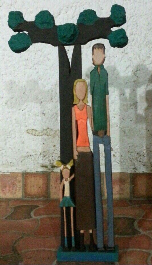 #Familia.  Calado, talla y papel mache