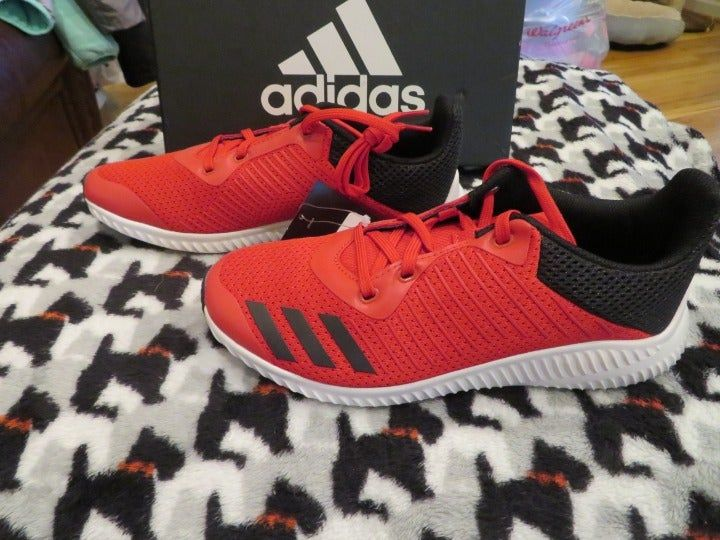 New Boys Black And Red Adidas Forta Run Tennis Shoes Size 4 Message Me With Any Questions Offers Or Bundles Feel Free To Ch Adidas Black Adidas Red Adidas