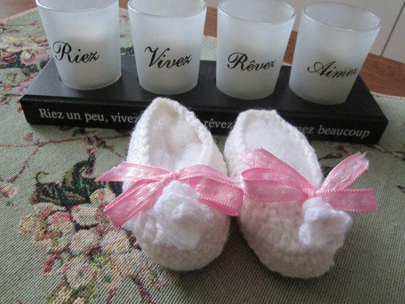 Pretty white ballerina with small flower and a pink ribbon. $5J Jolie ballerine blanche avec ruban rose et petite fleur en vente dans la boutique Créations Suzanne