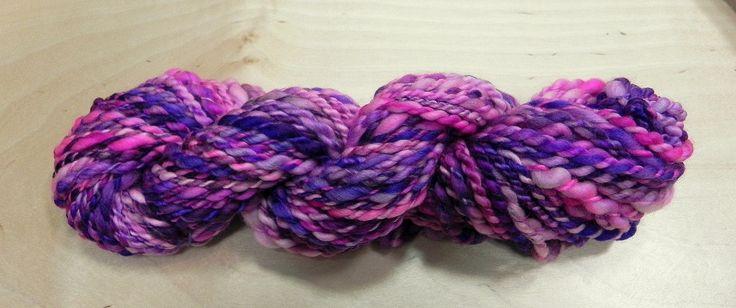 Příze ručně předená na kolovrátku 100% merino růžovo-fialová 52g Katrincola yarn