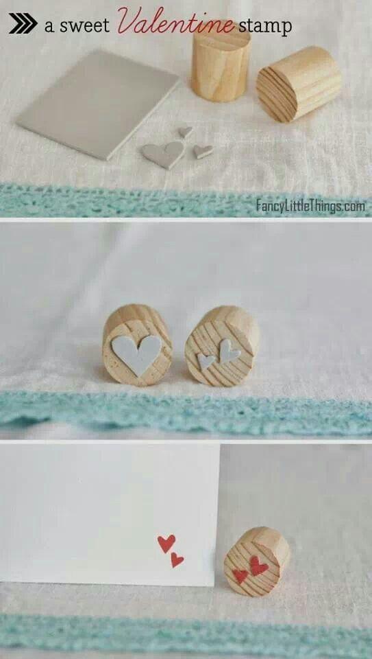 Idea original para hecer sellos con corcho y figuras de linoleo