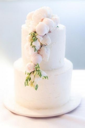 17 Peony Wedding Cake Ideas-White chocolate butter cream icing wedding cake with peonies
