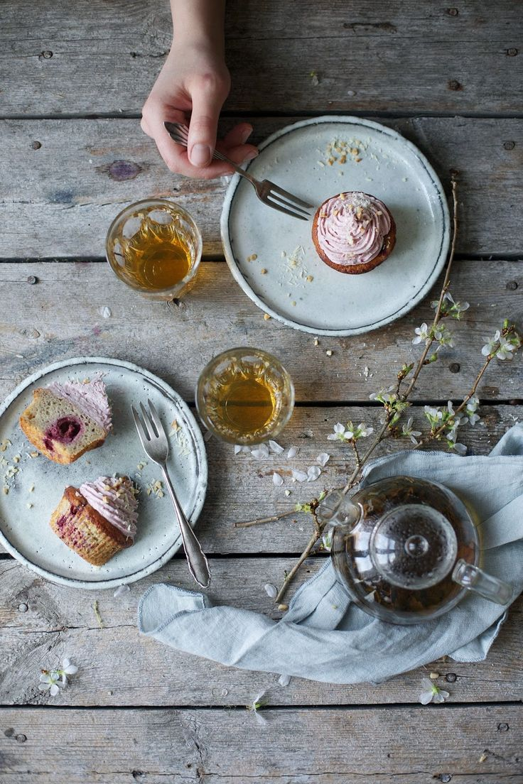 our food stories: glutenfree banana-cherry-muffins with cherry-frosting