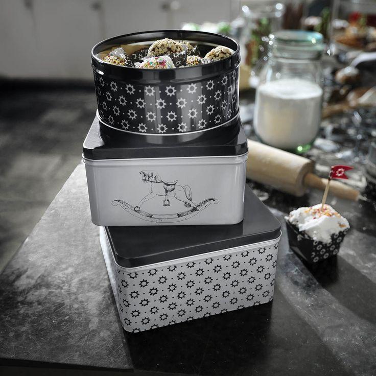 VINTER trommels | #IKEA #IKEAnl #kerst #bakken #opbergen #zwart #wit #winter #opdruk #ster