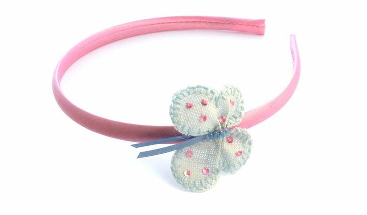 Vivianne 75kr. Rosa sidendiadem med ljusblå handsydd fjäril. made by gruvstad - accessoarer (klämmor, rosetter, hårband, diadem & napphållare) till baby & barn. Allting är handgjort med kärlek