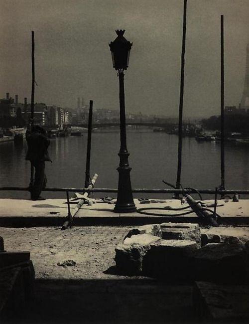 Bill Brandt - Paris, 1920's. S)