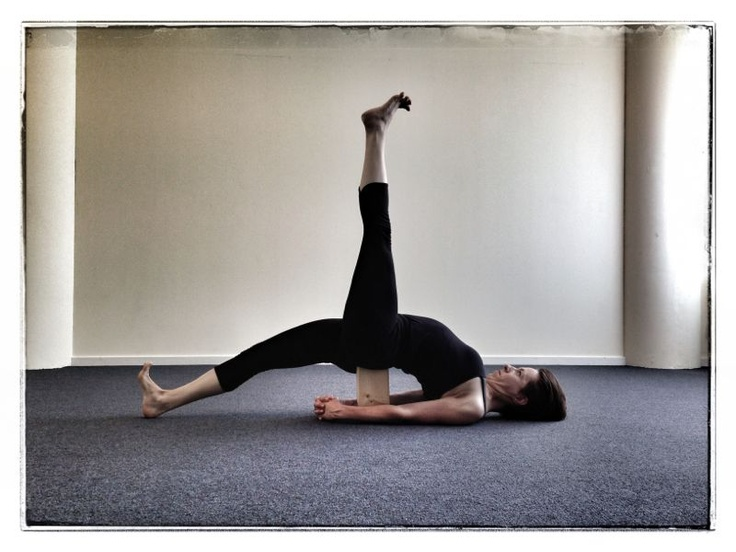 Eka Pada Setu Bandha Sarvangasana (variation with brick) - Single Leg Bridge Pose, Iyengar Yogastudio in Maastricht, Antje Schöne, Brusselsestraat 84, 6211 PH, info@elements-of-yoga.com, www.elements-of-yoga.com