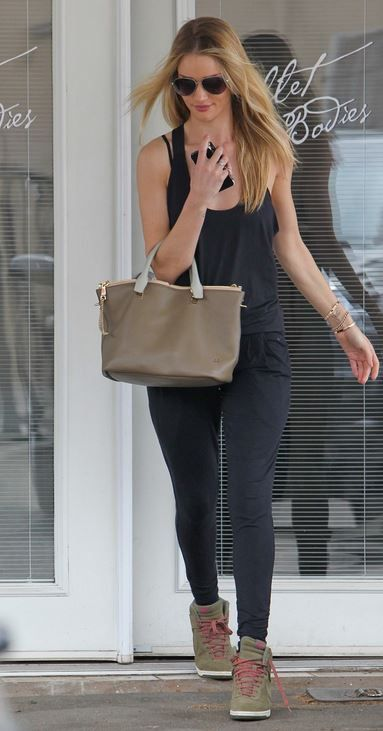 Rosie Huntington-Whiteley carries the Chlo¨¦ Baylee bag. | rosie ...