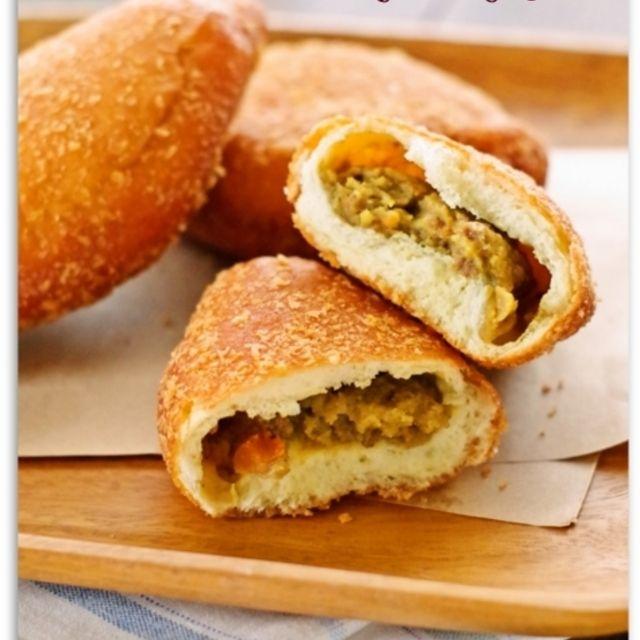ホットケーキミックスで簡単20分♪揚げないヘルシー豆腐カレーパン♡卵不要の お菓子なパン