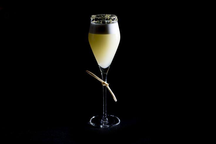 Cocktail Alma: rum, sumo de laranja, cacau e clara de ovo - Restaurante Alma