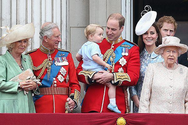 Члены королевской семьи на параде в честь дня рождения Елизаветы II