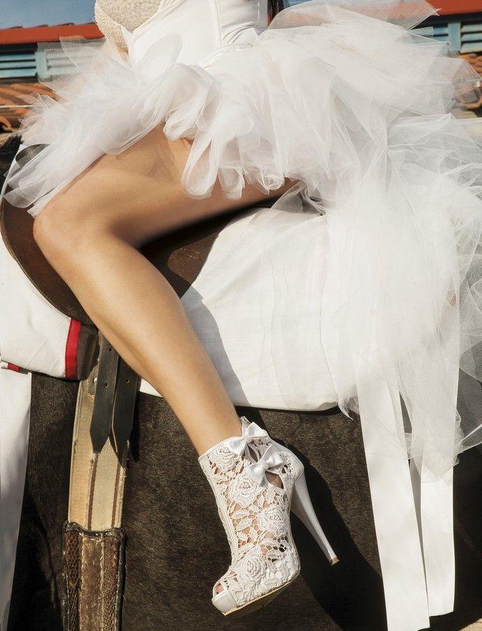 DIVINA HANDMADE SHOES Νυφικά Υποδήματα στο www.GamosPortal.gr #nyfiko papoutsi #νυφικό παπούτσι