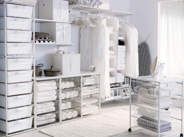 Ideeën aparte wasruimte | Ideeen opdoen voor mijn eigen wasruimte ik zie de wasmachine nergens, maar het oogt wel opgeruimd. Door Lila