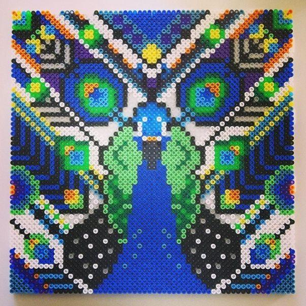 Camilla Drejer - Grafisk Design Teknolog: Påfugl i hama perler