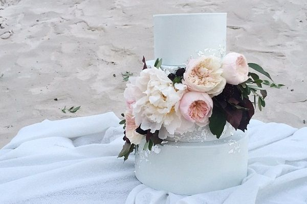 Coastal wedding cake for beach wedding by Laugh Love Cakes, Brittany Mahood Photography.