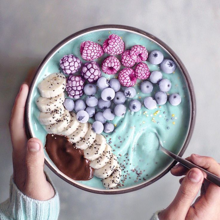 """24.7k Likes, 88 Comments - Delicious Foods & Snacks (@detoxpage) on Instagram: """"AQUA Smoothie Bowl ✨ Topped with banana slices, melted chocolate, chia seeds, sprinkles,…"""""""