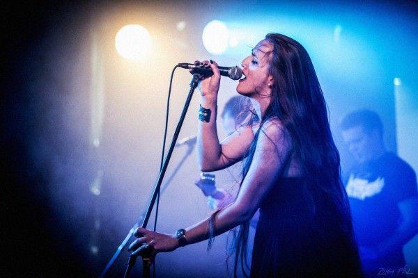 Nem sokan képviselik ezt a fajta progresszív zenét, mint a szegedi Dreamgrave. 2014-ben jöttek ki Presentiment című nagylemezükkel, amely sokáig vezette a Bandcamp bestseller listáit. Egy igazi bekategorizálhatatlan, stíluskorlátok nélküli zenét játszó csapatról van szó, akik a Dream Theater, Paradise Lost, vagy akár a Haken vonalán barangolnak a gótikus progresszív eklektikában. Cikkünkből megismerkedhettek kicsit közelebbről a tagokkal, és a banda dalírási stratégiáival.