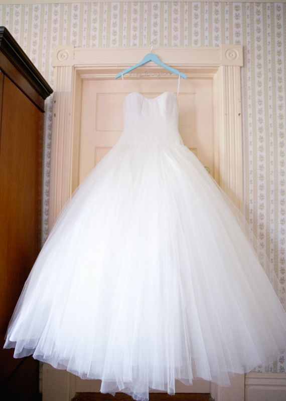 Sassi Holford wedding dress   Photo by Jeremy Harwell   100 Layer Cake