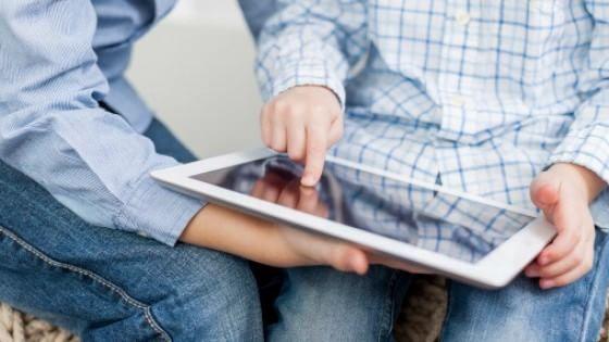 È munito di software pensati per risolvere i Disturbi specifici dell'apprendimento (DSA) ed è stato sviluppato da un ingegnere informatico per