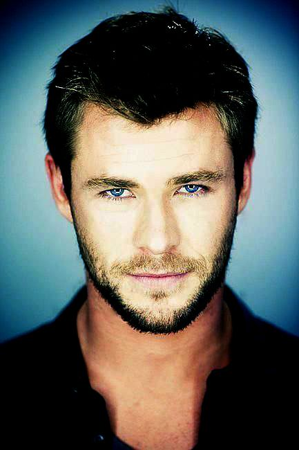 Chris Hemsworth... this guy... I just... I don't normally have a thing for blonde guys but... I mean just... LOOK at him, for goodness sake! <3