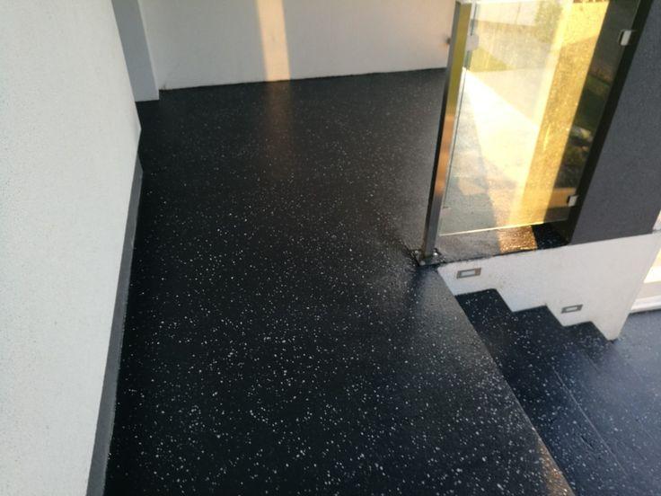 Vstupná terasa do rod. domu. Polyuretánová živica + dekoratívne chipsy.  Oteru odolná podlaha s protišmykom.  #art4you #artpodlahy #dizajnovápodlaha