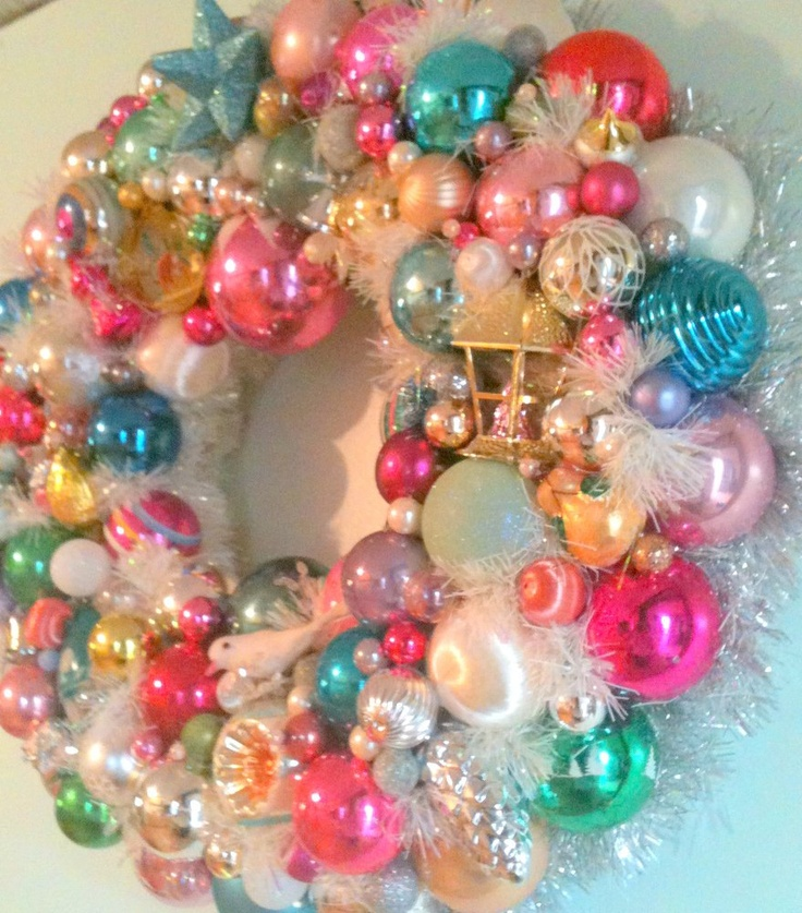 Antique Christmas Ornament Wreath great way to use extra ornaments or those that don't match your current color theme