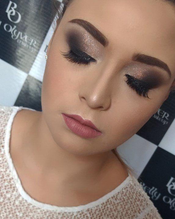 De olhos fechados ������ Amei amo Também o clássico  Esfumado s/ marcação. Técnica ensinada no curso profissional iniciante. #makeup #instamakeup #noivinha #noivaclassica #noivinhas2017  #cosmetics  #fashion #eyeshadow #lipstick #gloss #mascara #palettes #eyeliner #lip #lips #tar #concealer #foundation #powder #eyes #eyebrows #lashes #lash #glue #glitter #crease #primers #base #beauty #beautiful http://ameritrustshield.com/ipost/1547489070333210439/?code=BV5yRxLAq9H