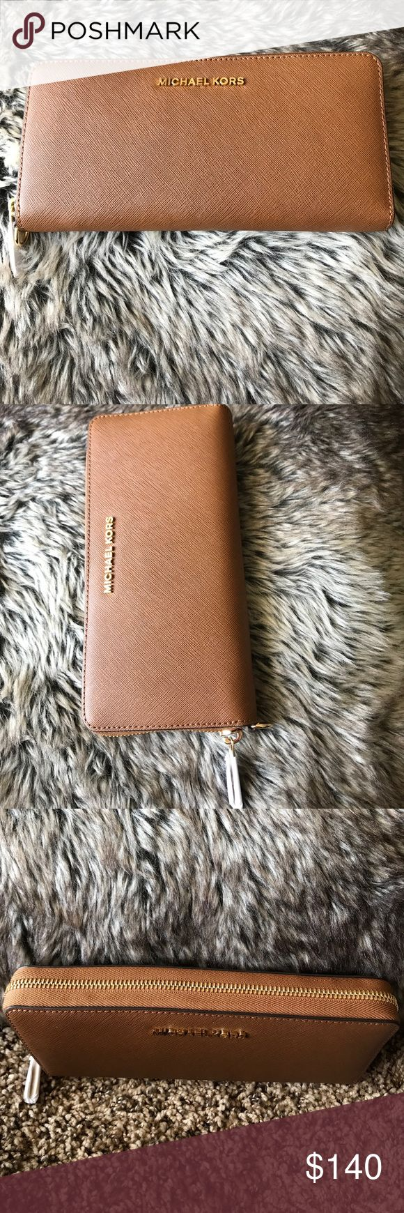 Michael Kors jet travel luggage continent leather 💯 Authentic Michael Kors jet set travel luggage continental leather wallet. Michael Kors Bags Wallets