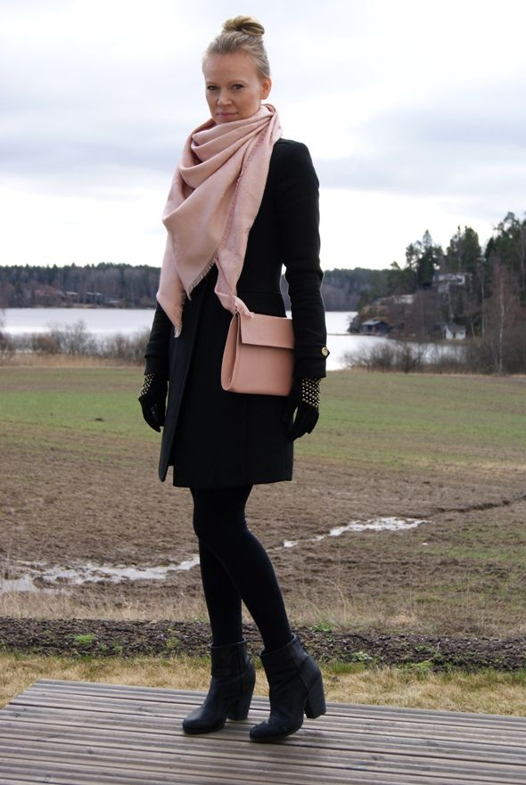 Old rose color in Louis Vuitton scarf / Madeleine's Dream blog