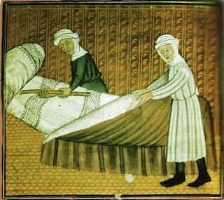 Making the bed. gasthuiszusters maken de bedden klaar voor pelgrims. Miniatuur, 15de eeuw. Parijs, Bibl