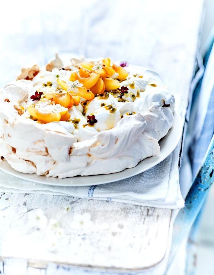 Pavlova, crème fouettée aux fruits jaunes pour 6 personnes - Recettes Elle à Table