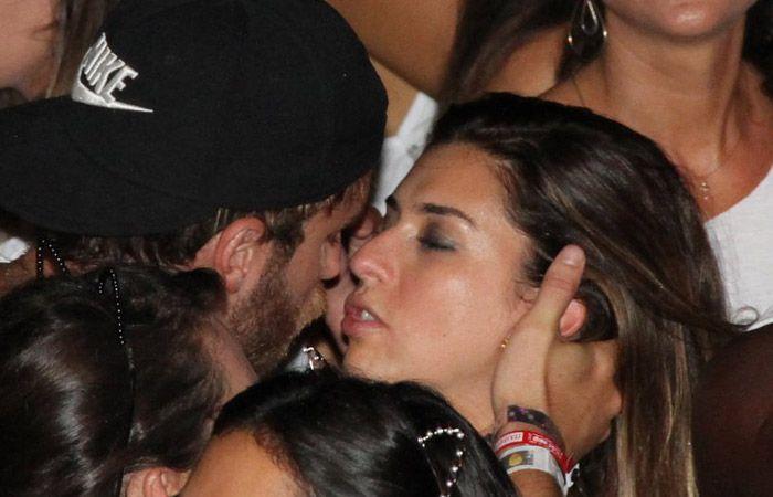 Fernanda Paes Leme troca beijos calientes durante show em Salvador  http://www.ofuxico.com.br/carnaval/2014/noticias/fernanda-paes-leme-troca-beijos-calientes-durante-show-em-salvador/2014/03/01-196359.html