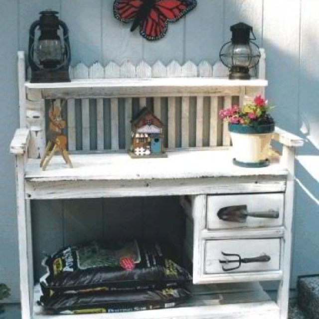 Potting bench with garden tool handles