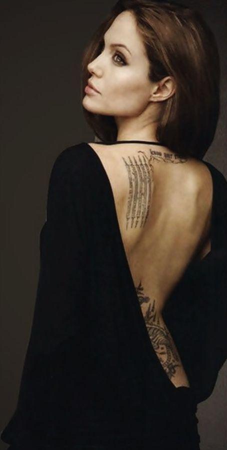 Angelina Jolie, is an American actress, filmmaker, screenwriter, voice actor, author, director and humanitarian. / é uma atriz, cineasta, roteirista, dubladora, autora, diretora e humanista americana.