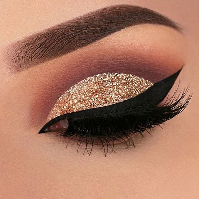 WEBSTA @ makeupaddictioncosmetics - New talent feature! @vanyxvanja created this perfect cut crease! #makeupaddictioncosmetics