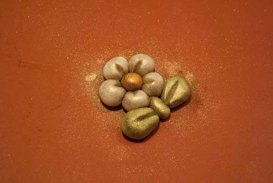 Come fare un fiorellino in stile Thun, su www.cakemania.it
