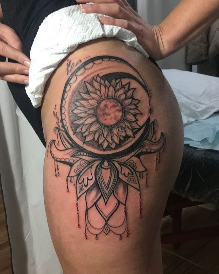 627 best images about hip tattoos on pinterest for Sunflower hip tattoo