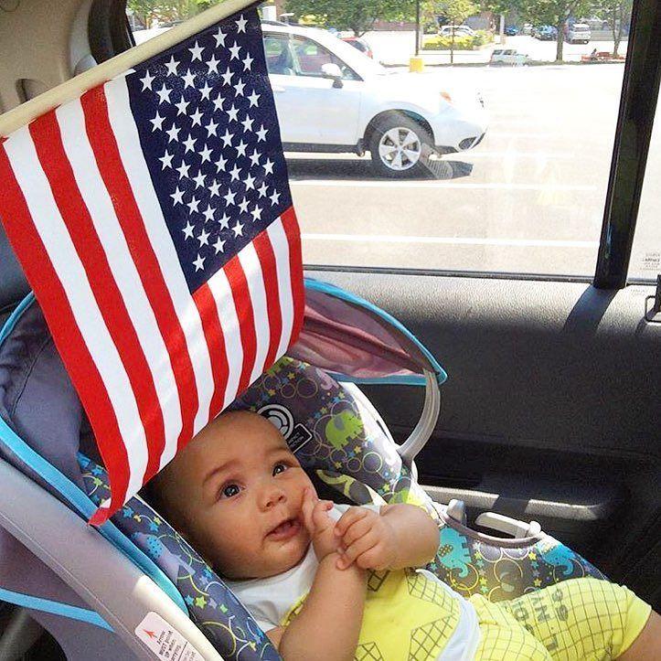 Il n'y a pas d'âge pour aimer les #USA : le fils de @romain_in_usa réclamait un drapeau américain  | Merci pour le partage  ! #backtothestates #so_ricain #socute #etatsunis #americain #drapeau #enfant #bébé #papa #voyage #expat #voyager #instavoyage #francaisauxusa #igersfrance #mignon #france #photographie #famille #tourdumonde #californie #floride #instagood #instamoment #instaphoto #patriote #photodujour #onestbien #swag | Photo de @backtothestates