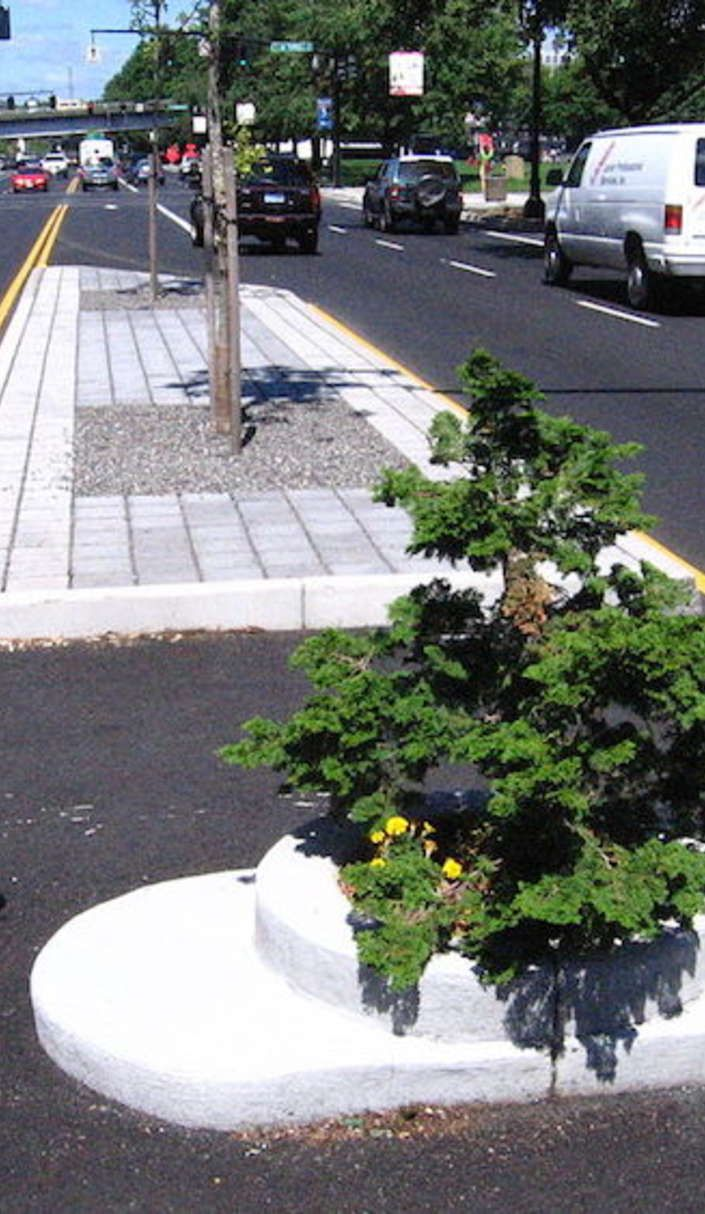 "I want to see the World's Smallest Park called ""Mill's End Park"" in Portland Oregon. Located at: S.W. Taylor St. & S.W. Naito Pkwy, Portland, Oregon 97204."