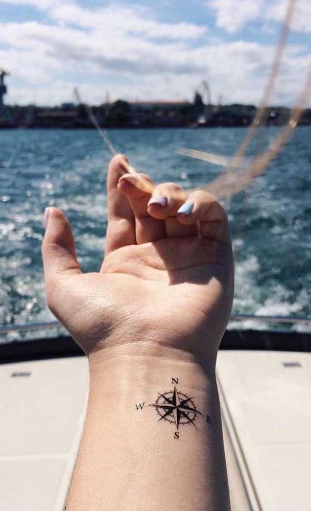 Tatuagem rosa dos ventos: significado, estilos e fotos inspiradoras - Minha Tatuagem em 2020 | Tatuagem rosa dos ventos, Tatuagens de ossos, Tatuagem
