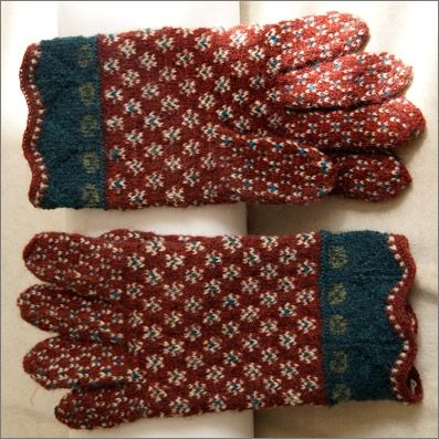 """paistu_sormik12.jpg ~ click thru to blog site. """"Muhu gloves, they also are woven from yarns Jõeste Kristi and her design-guide style""""................"""
