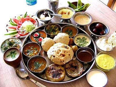 'The Indian-Thali' -- Gujrati-style Plate-settings for the Reception ... Lots of tempting food for one person to finish.