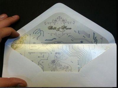 Geekissime carte d'invitation avec circuit intégré !