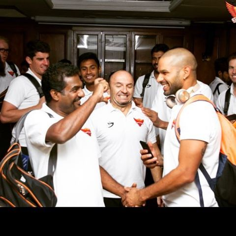 Alwys enjoy laughing with murali bhai, one of d greatest spinner ever in cricket and a beautiful human being!! Hasdey tey vasdey
