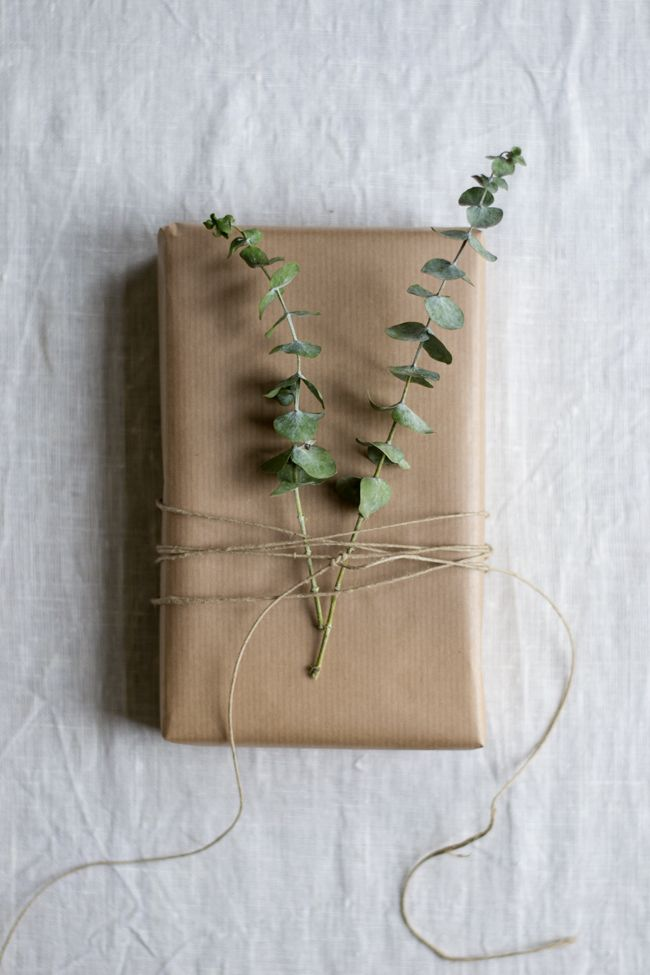 kinfolk style christmas gift wrap / inspire styling